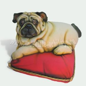 Мопс на подушке
